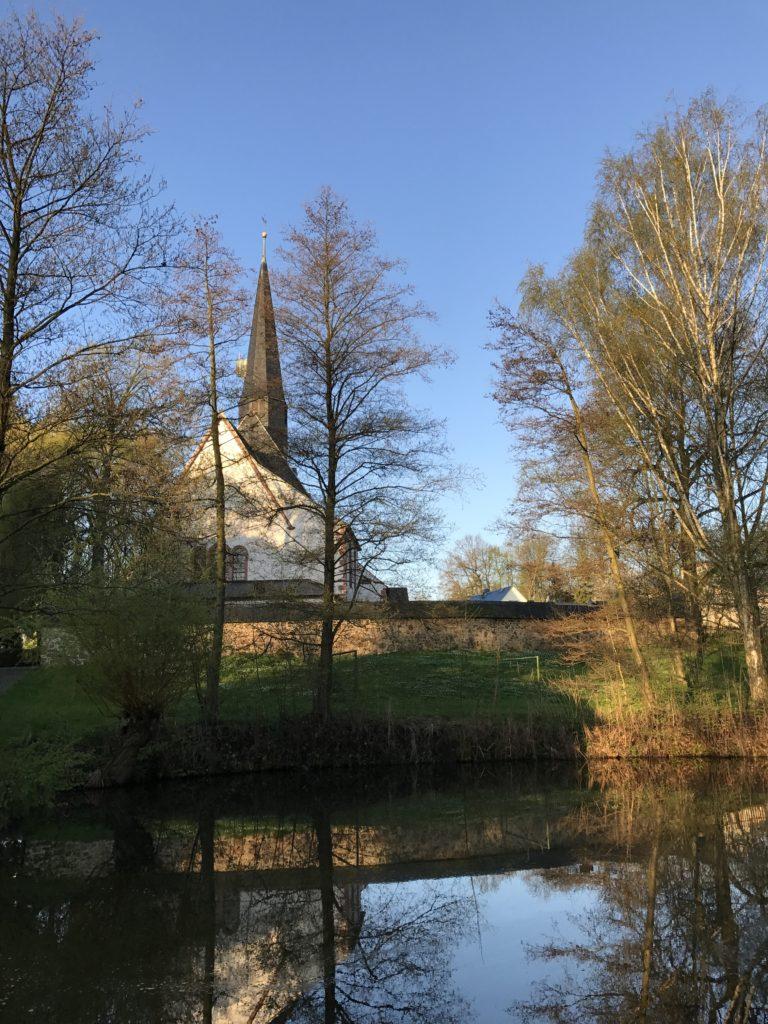 Die Rückseite der Kirche